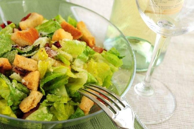 Салат «цезарь» с курицей — классический простой рецепт