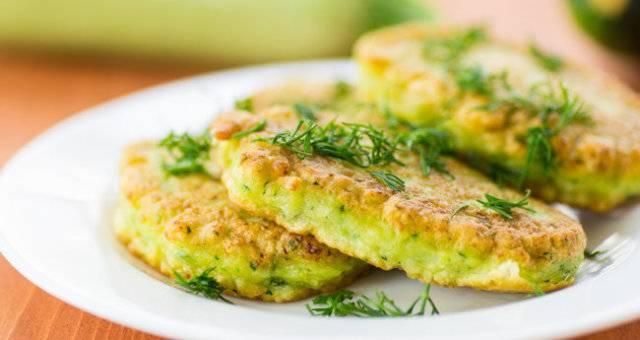 10 рецептов жареных кабачков с хрустящей корочкой или аппетитными соусами