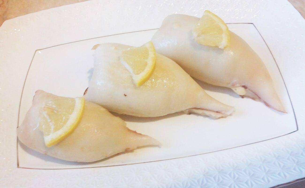 Фаршированные кальмары – 10 простых и вкусных рецептов