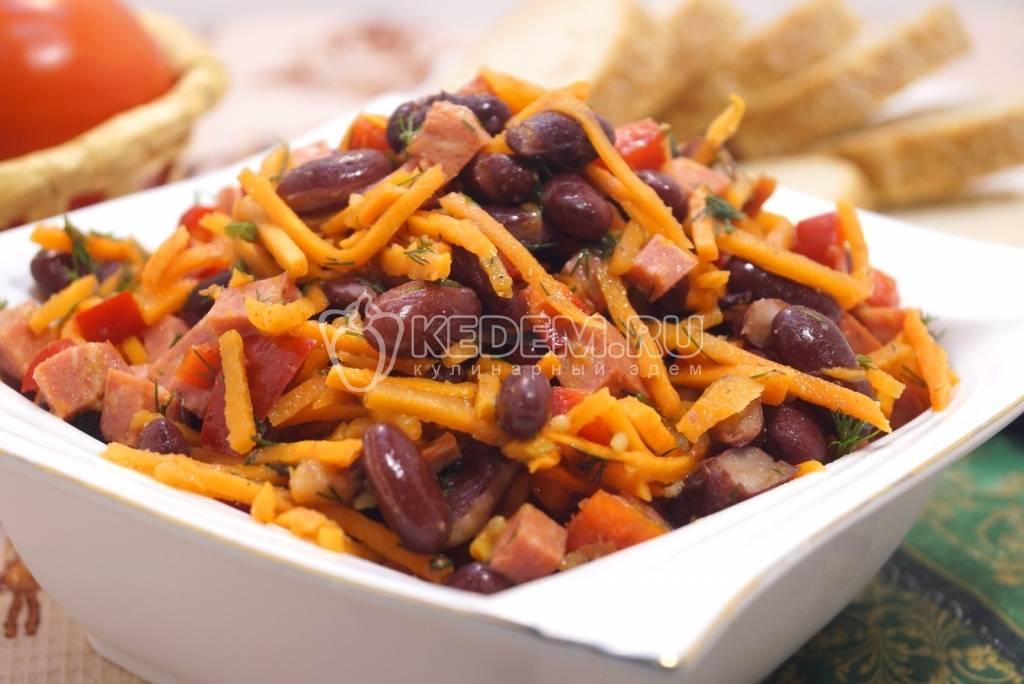 Салат с корейской морковью и колбасой и фасолью