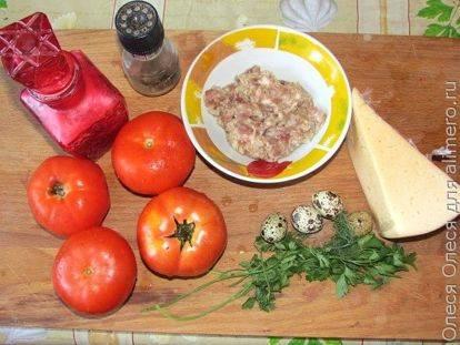 Фаршированные помидоры с фаршем и перепелиным яйцом