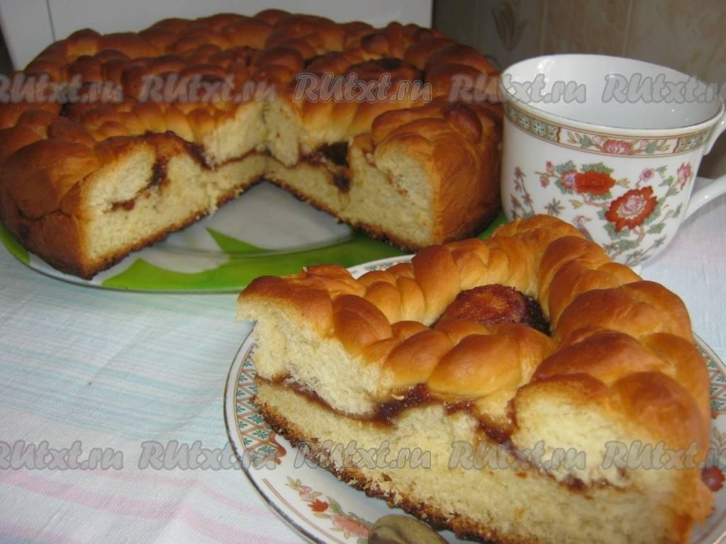 Пирог из дрожжевого теста с вареньем: рецепты