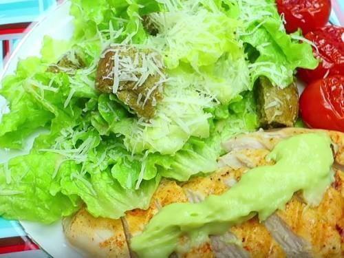 Салат цезарь с курицей и сухариками — 10 простых рецептов