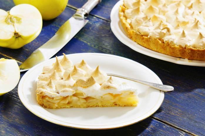 Яблочный пирог на сковороде быстро и вкусно