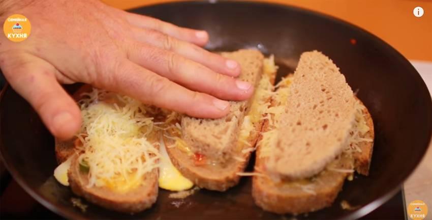 Как вкусно приготовить яичницу с беконом по рецепту с фото