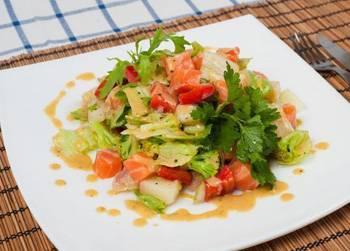 Простые и необычные блюда: теплый салат с лососем |