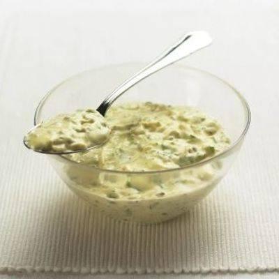 Салат с креветками под соусом ремулад