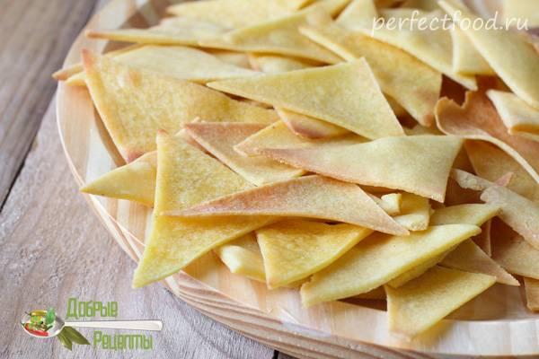 Кукурузные чипсы с соусом