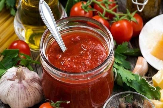 Макароны с томатным соусом и перцем