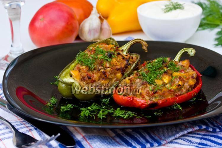 Фаршированный перец с мясом и овощным гарниром в мультиварке