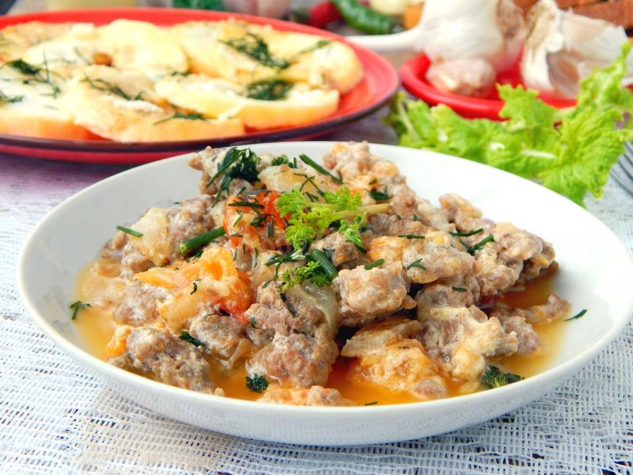 Фрикадельки в томатном соусе со сметаной, чесноком, фасолью - рецепты для духовки и мультиварки