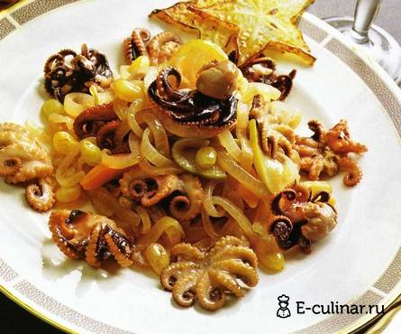 Осьминог с картофелем и паприкой