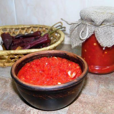 Аджика «огонек»: рецепты без варки, на зиму, с варкой, как приготовить из помидор, перца, чеснока, с хреном, сырую