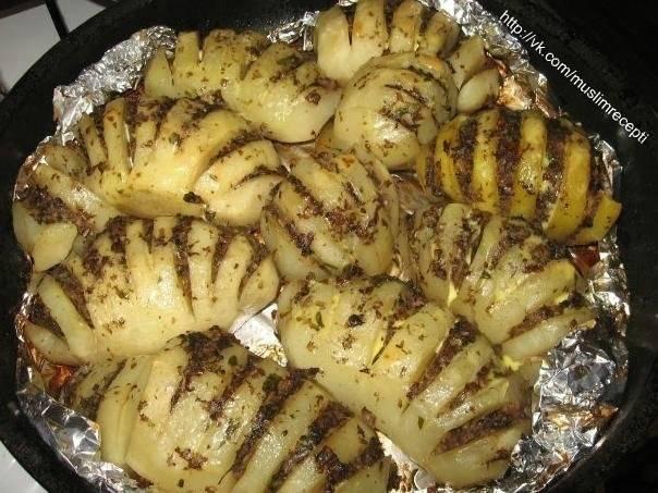 """Картофель """"гармошка"""", фаршированный грибами"""