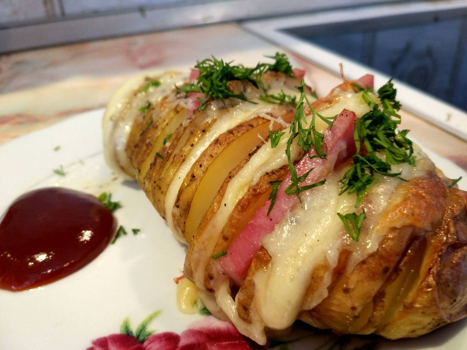 Картофель с сыром в беконе