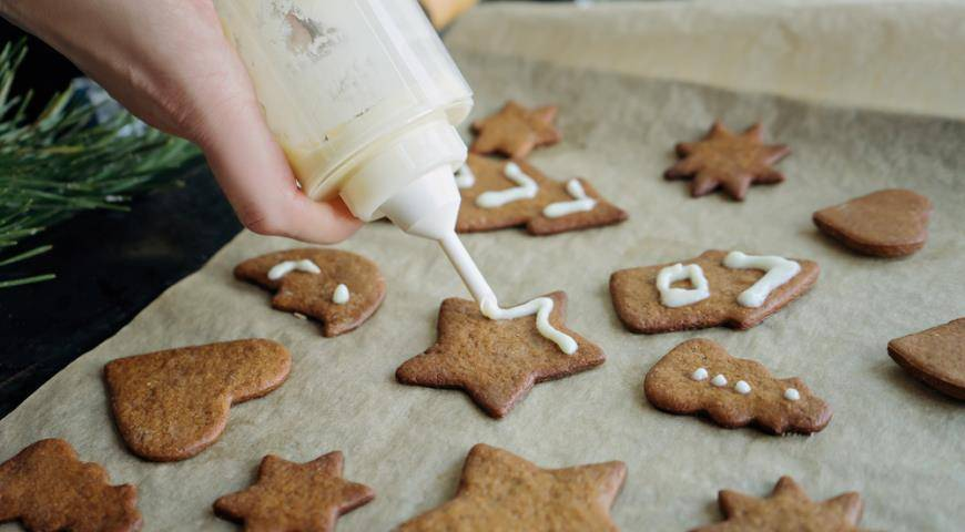 Имбирное печенье классическое на новый год. имбирные пряники с глазурью. козули. | рецепт с фото