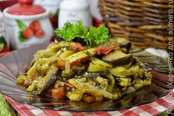 Кабачки с картошкой тушеные на сковороде