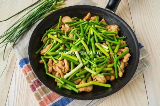 Курица с черносливом — тушеная курица с луком - рецепты джуренко