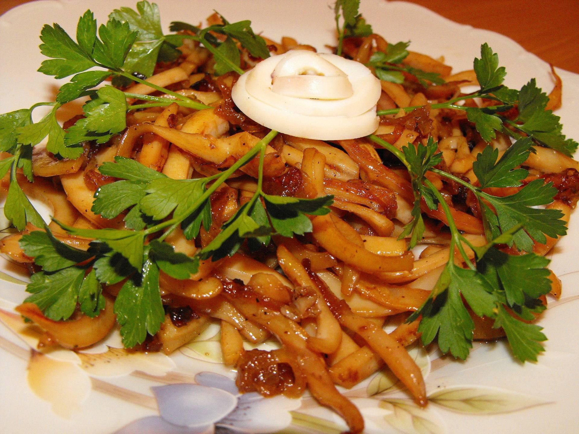 Китайский салат из огурцов и кальмара