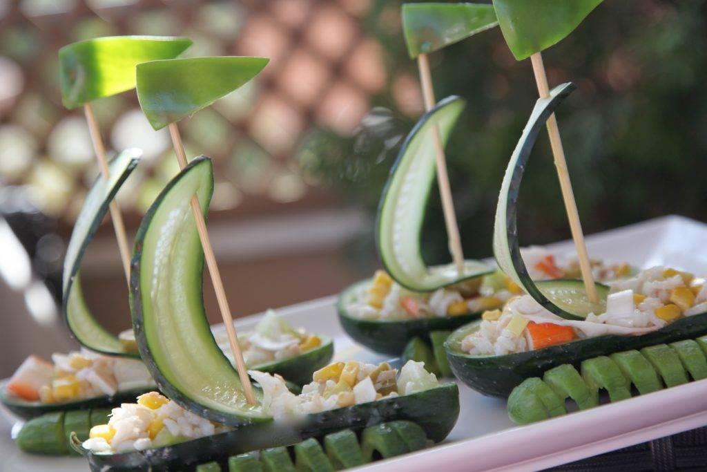 Как приготовить овощной салат в «лодочках» из огурцов? пошаговый рецепт с фото