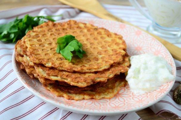 Картофельные вафли – супер-гарнир! рецепты закусочных картофельных вафель с луком и чесноком, сыром, курицей, семгой, яйцами пашот