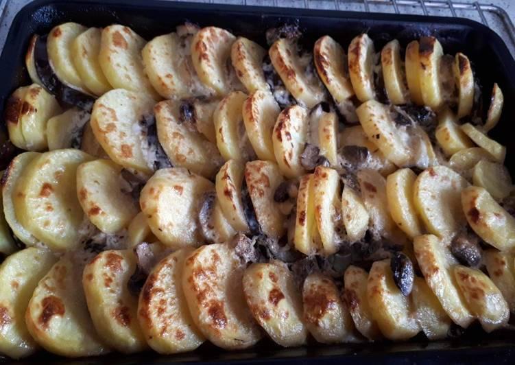 Картошка с баклажанами и грибами