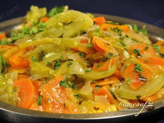 Фаршированные помидоры с морковью и сметаной