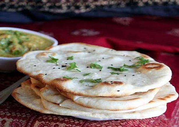 """Индийская лепешка """"наан"""" с чесноком и зеленью"""