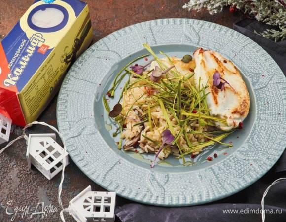 Кальмары, фаршированные рисом и грибами, в соусе