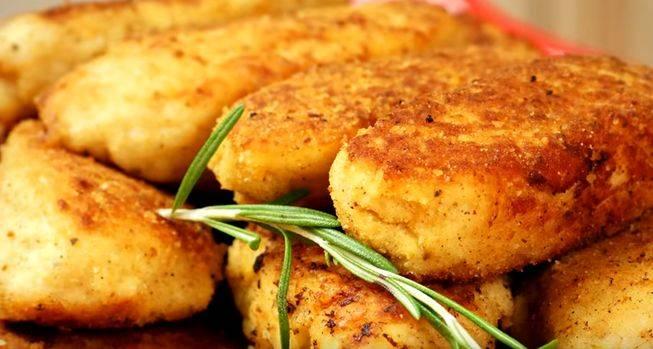 Рыбные котлеты из скумбрии с картофельным пюре