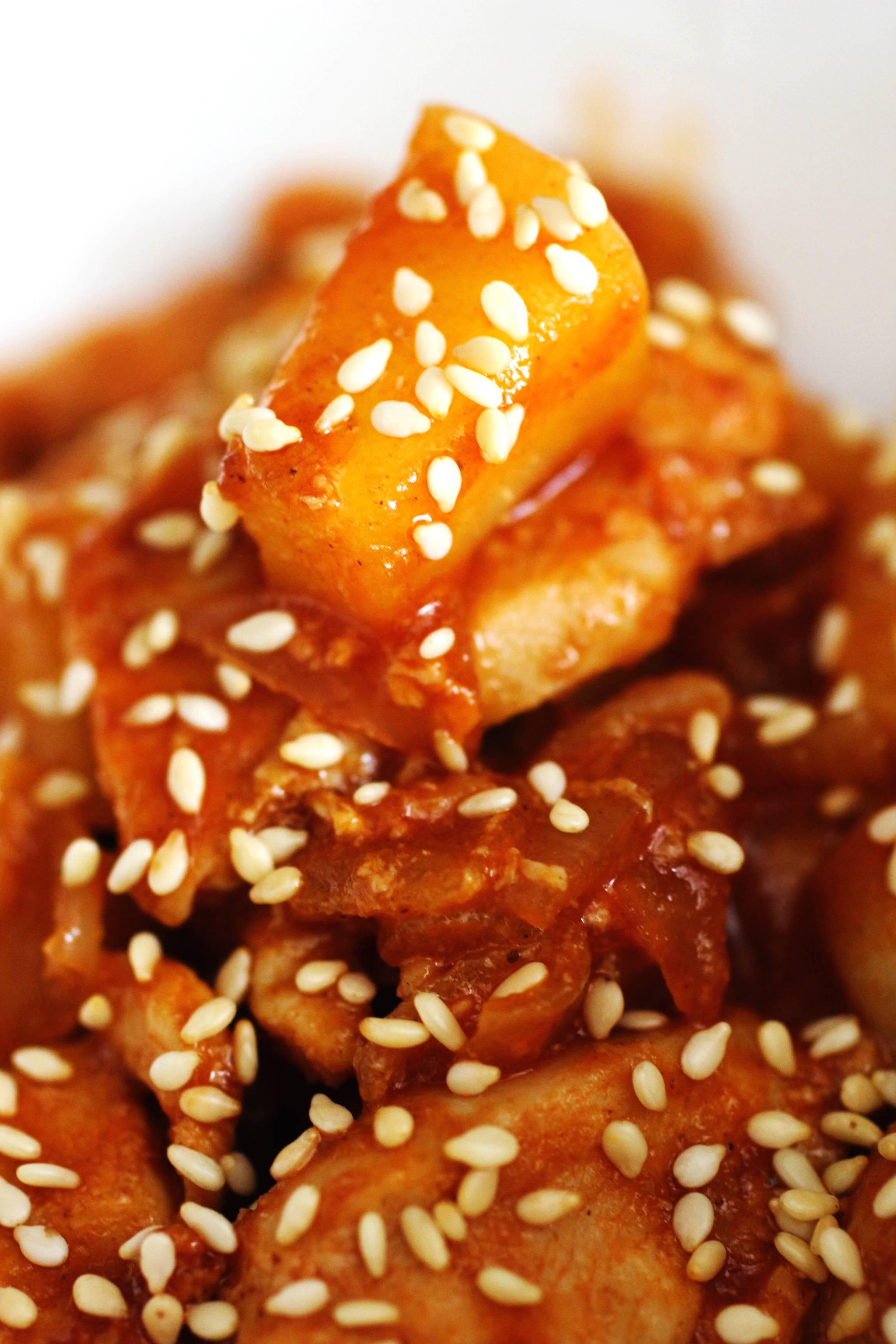 Курица, тушеная с яблоками - 8 пошаговых фото в рецепте
