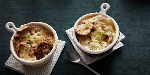 Французский луковый суп - от похлебки к деликатесу