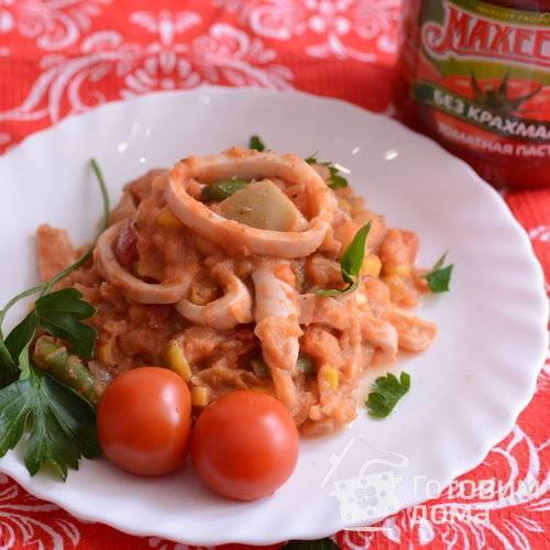 Кальмары со свежими овощами