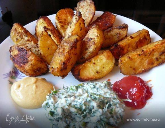 Хрустящие и ароматные дольки картошки: готовим в духовке на пергаменте