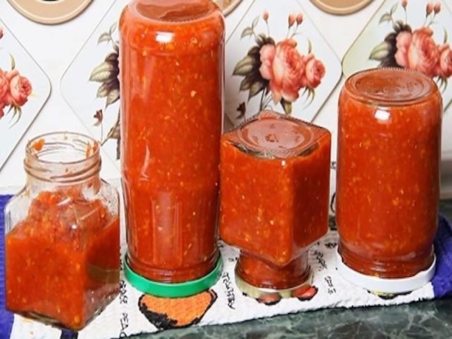 Аджика с яблоками и помидорами на зиму - рецепты с морковью, перцем, кабачками и чесноком