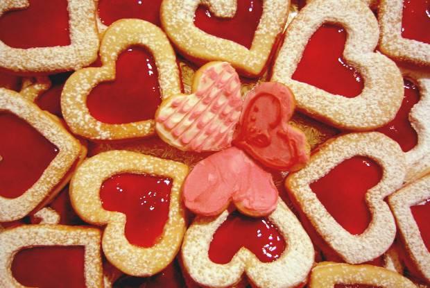 """Печенье """"сердечки"""" с джемом из красной смородины"""
