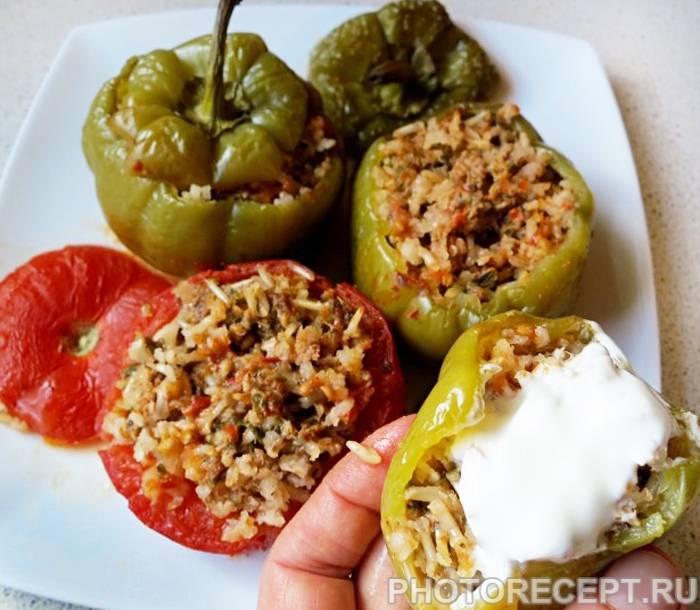 Перец фаршированный овощами и рисом в духовке
