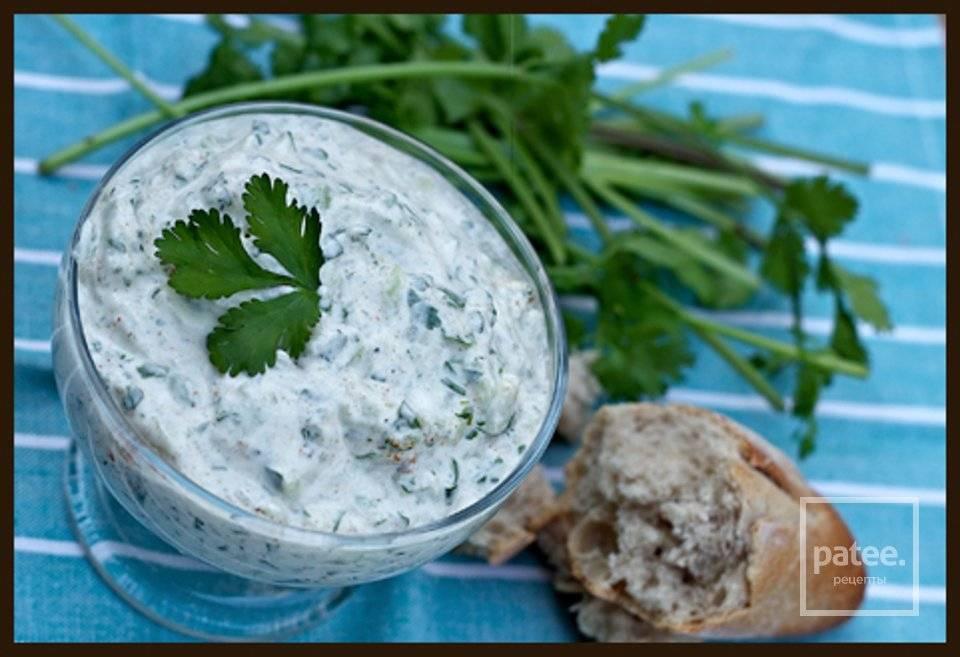 Соус для салата цезарь на йогурте, рецепт с фото
