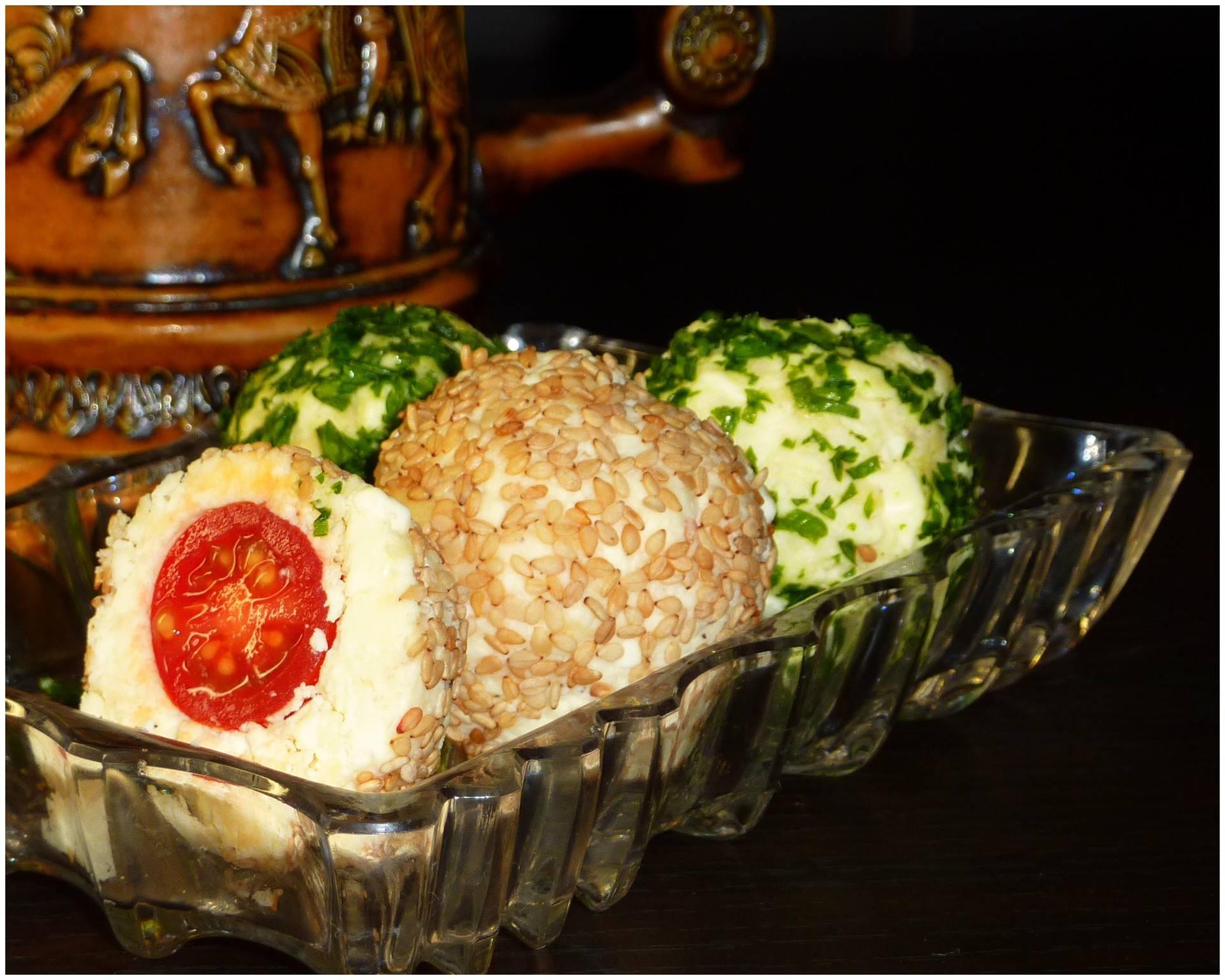 Сырные шарики с чесноком закуска