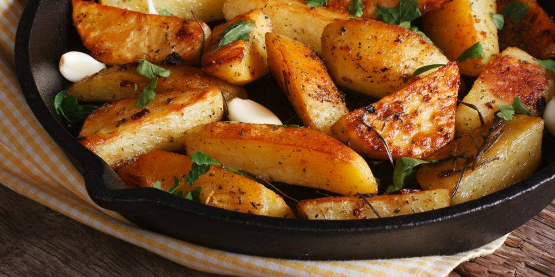 Запекаем картофель в духовке: секреты и варианты приготовления