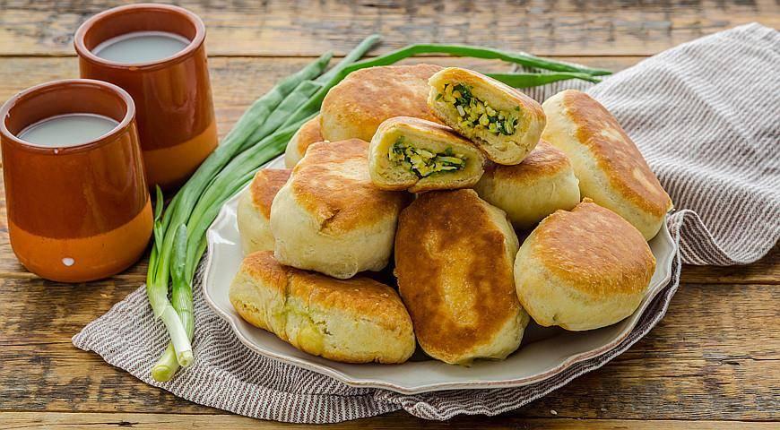 Открытые пирожки с курицей и сыром