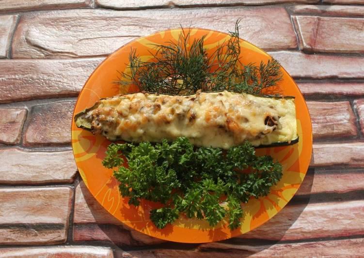 Кабачки, фаршированные рисом, грибами и мясом