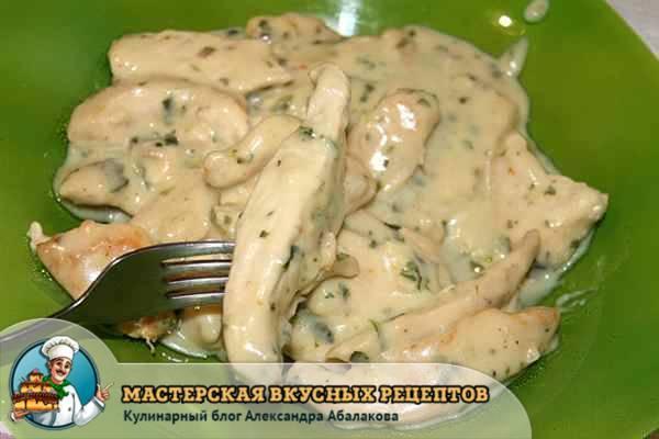 Куриное филе в сметанном соусе (сметане) на сковороде: 8 очень вкусных рецептов