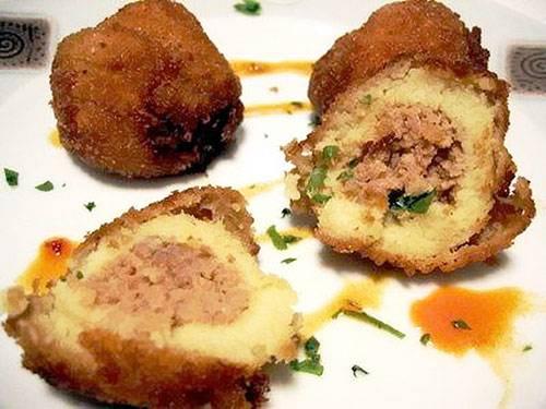 Картофельные крокеты, фаршированные курицей