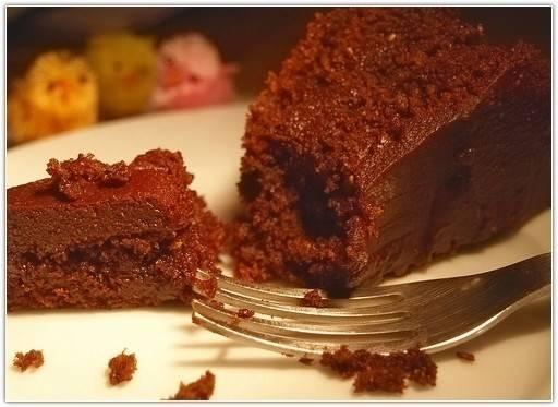 Шоколадный бисквитный рулет с глазурью
