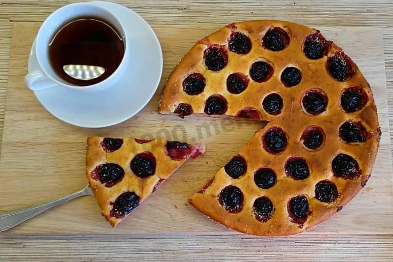 Пирожки со сливами на творожно-дрожжевом тесте