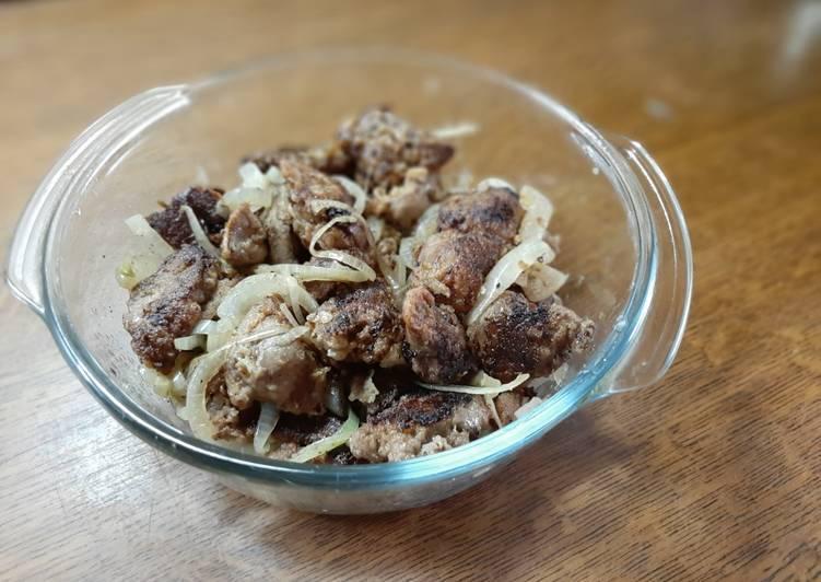 Шашлычки из печени на гриле и сливовый соус