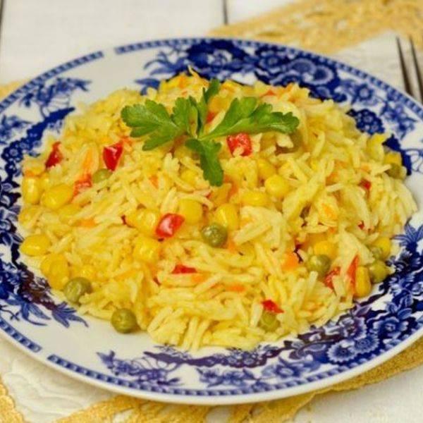 Капуста, тушенная с рисом