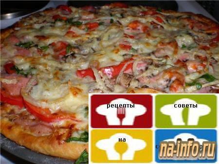 Пицца с мясом, спелым помидором, пармезаном и оливками