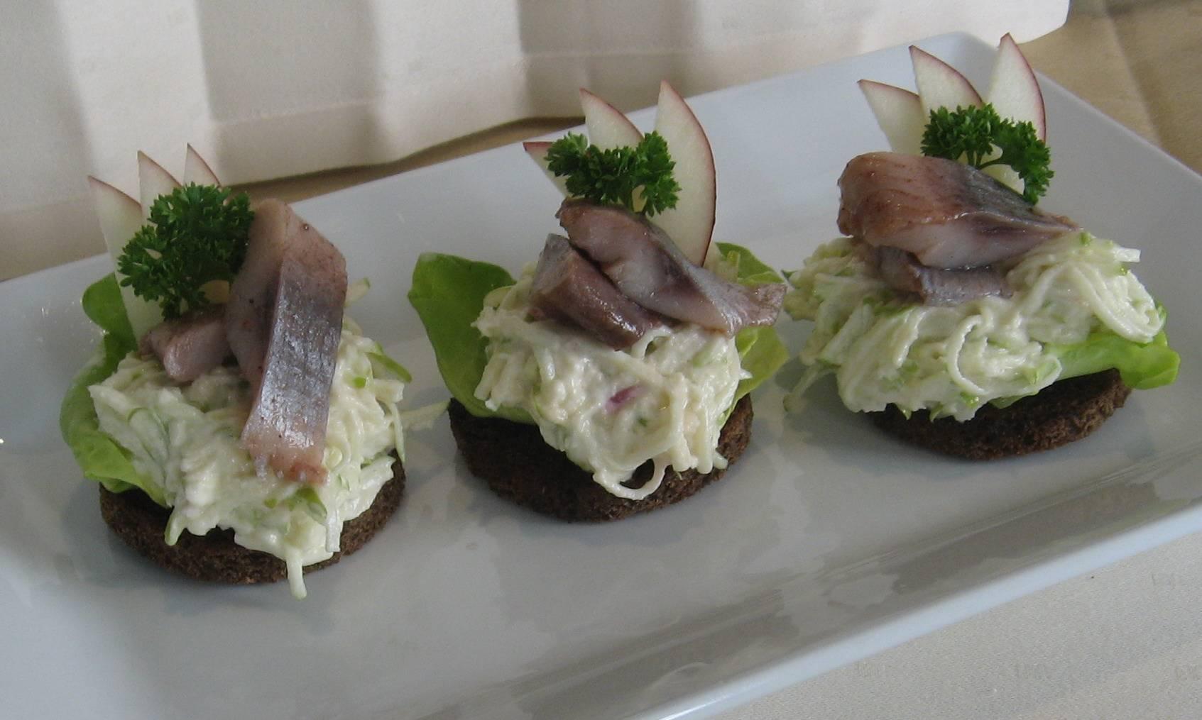 Тарталетки с селедкой: пошаговый рецепт с фото